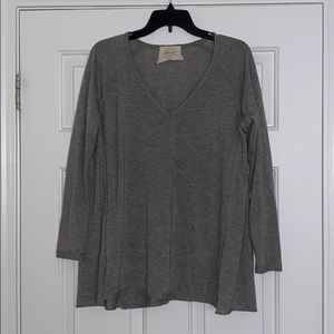 Great Basic Longsleeve V-neck Gray Top!